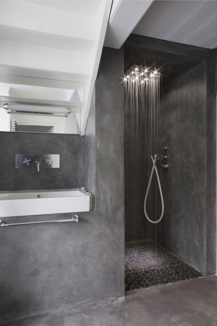 Banheiro moderno e luxuoso todo decorado com cimento queimado