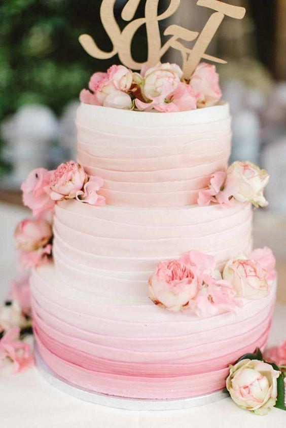 weiß rosa Hochzeitstorte mit Pfingstrosen