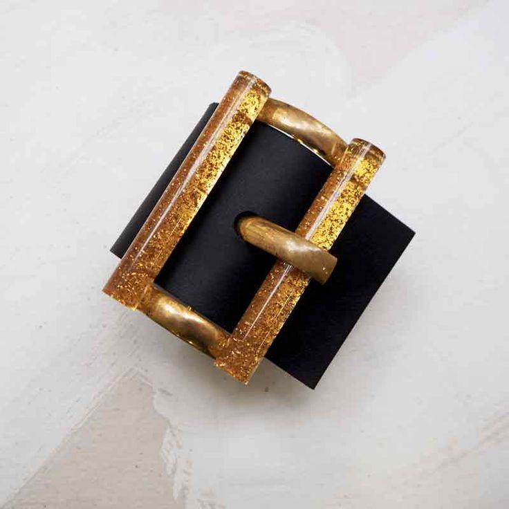 Bracelet manchette en cuir noir et boucle or et paillettes jaunes à porter  comme une ceinture ce6ceac6ba1