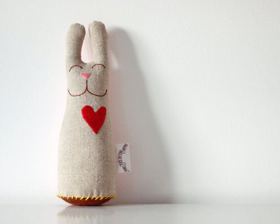 Valentine's Day Bunny Linen Plush with red por TheFoxintheAttic
