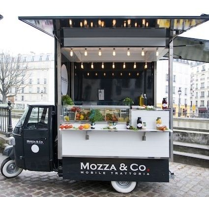 Mozza & Co是由兩名住在巴黎的意大利人經營的高檔餐車,外賣食品以意大利莫澤雷勒乾酪(mozzarella)為主料,兼顧有意式薄餅、沙拉、湯和甜品等。(網絡圖片)