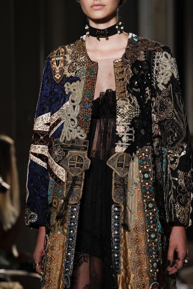 Valentino Fall 2016 Couture Accessories Photos - Vogue ähnliche tolle Projekte und Ideen wie im Bild vorgestellt findest du auch in unserem Magazin . Wir freuen uns auf deinen Besuch. Liebe Grüße