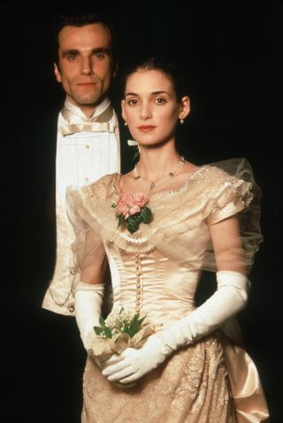 The Age of Innocence (1993) Daniel Day-Lewis as Newland Archer and Winona Ryder as May Welland. Director: Martin Scorsese #CostumeDesign: Gabriella Pescucci - in engagement dress
