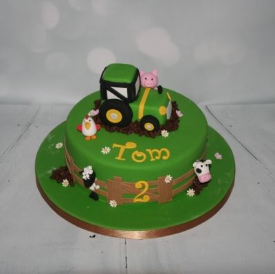 Tractor & Farmyard Animal cake - For all your cake decorating supplies, please visit craftcompany.co.uk