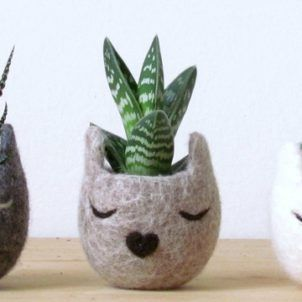 I have just added a small batch of new planters and pots to The Pottery Parade's online shop. Hope you'll enjoy them.