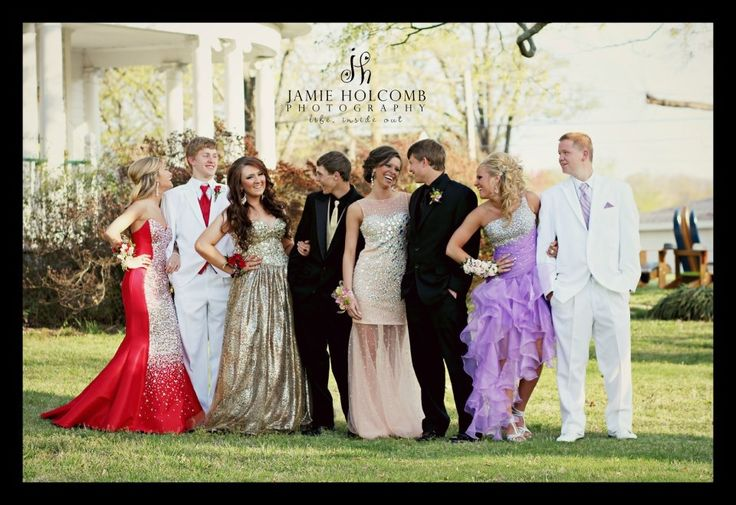 Group prom pose by Jamie Holcomb