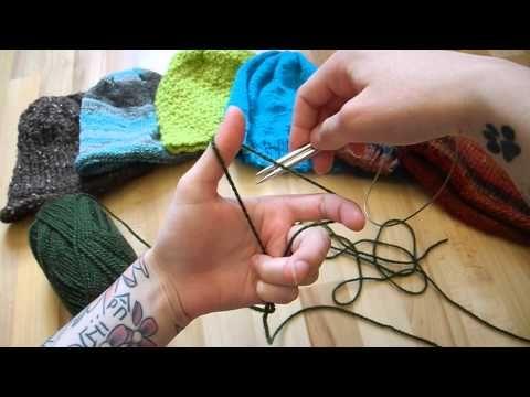 Här kommer en spellista på hur du enkelt stickar en mössa på rundstickor! - Blogg: http://pernillaskreativa.blogg.se FB: http://feacebook.com/Pernillaskreati...