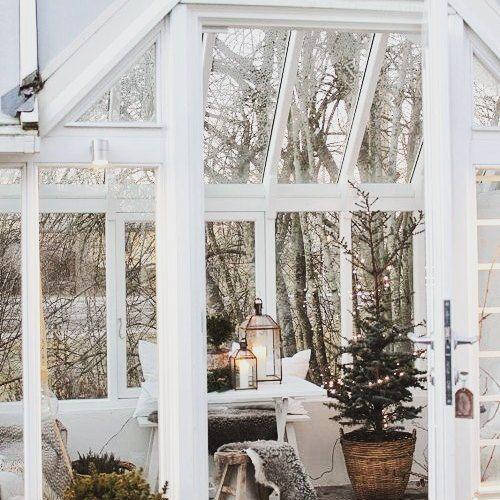 Co powiecie na relaks w ogrodzie zimowym? #winter #winterhouse #garden #ogrod #wogrodzienajlepiej #wogrodzienajlepiejpl #gardening #christmastree #freetime #zimawogrodzie