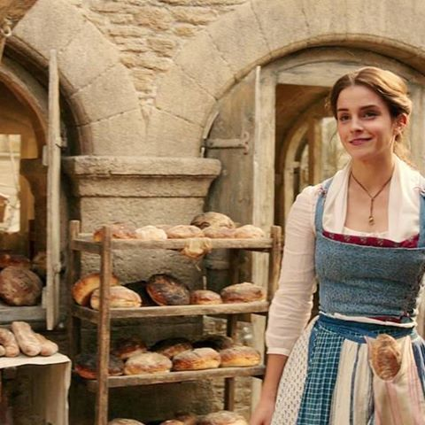"""""""To return this book  to Père Robert. It's about two lovers in fair Verona""""  #beautyandthebeast #labellaylabestia #belle #bella #emmawatson #disney"""