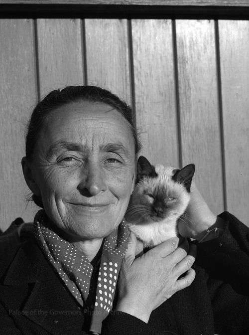 pogphotoarchives:Georgia O'Keeffe with Siamese cat, New MexicoPhotographer: John CandelarioDate: 1939Negative Number 165660
