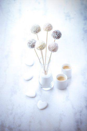 Un expresso à savourer en amoureux avec ses cakepops aromatisés à la noix de coco.  #MarielysLorthios #Photographe #Expresso