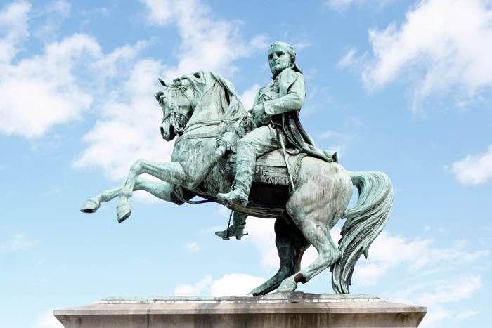 napoleon statue rouen