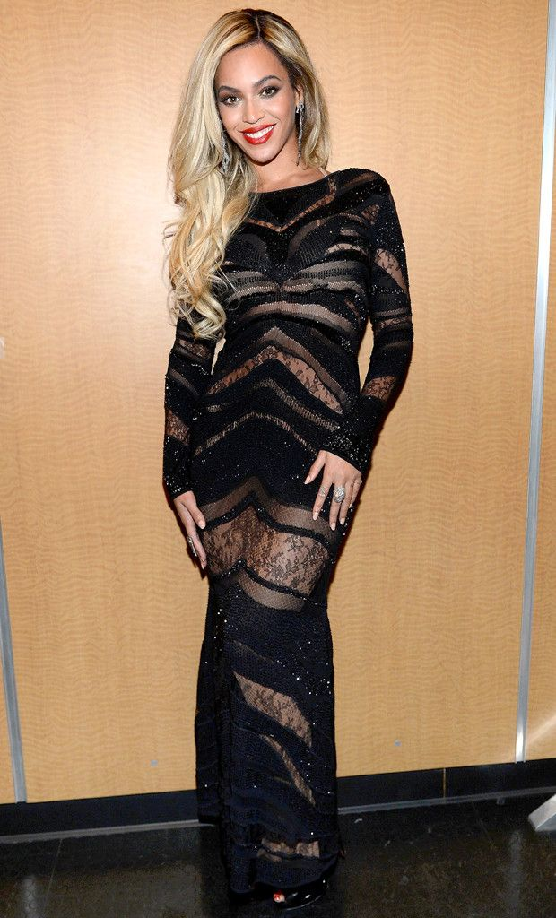 Beyoncé looks super sexy in this Roberto Cavalli number! #fashion