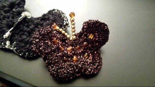 Farfalla realizzata ad uncinetto con cotoni lurex