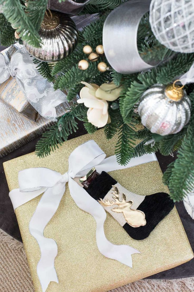 10 Christmas Present Wrapping Ideas To Take Your Presents To The Next Level Driven By Decor Gift Wrapping Easy Christmas Gifts Christmas Gift Wrapping