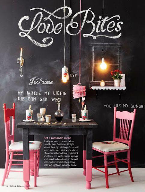 Composição de tintas e cores nas cadeiras e nos pés da mesa. Balanço para ser criado mudo