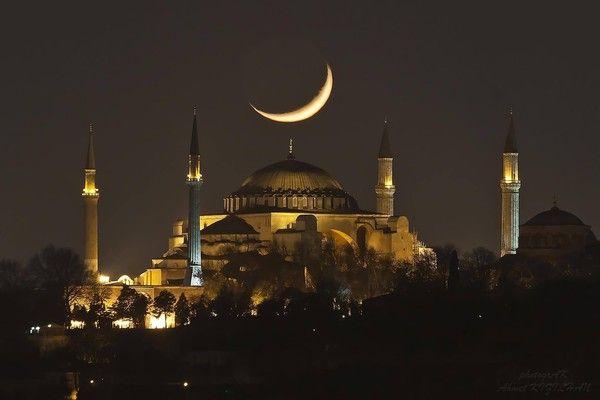 L'image du jour : Lune sur Istanbul !