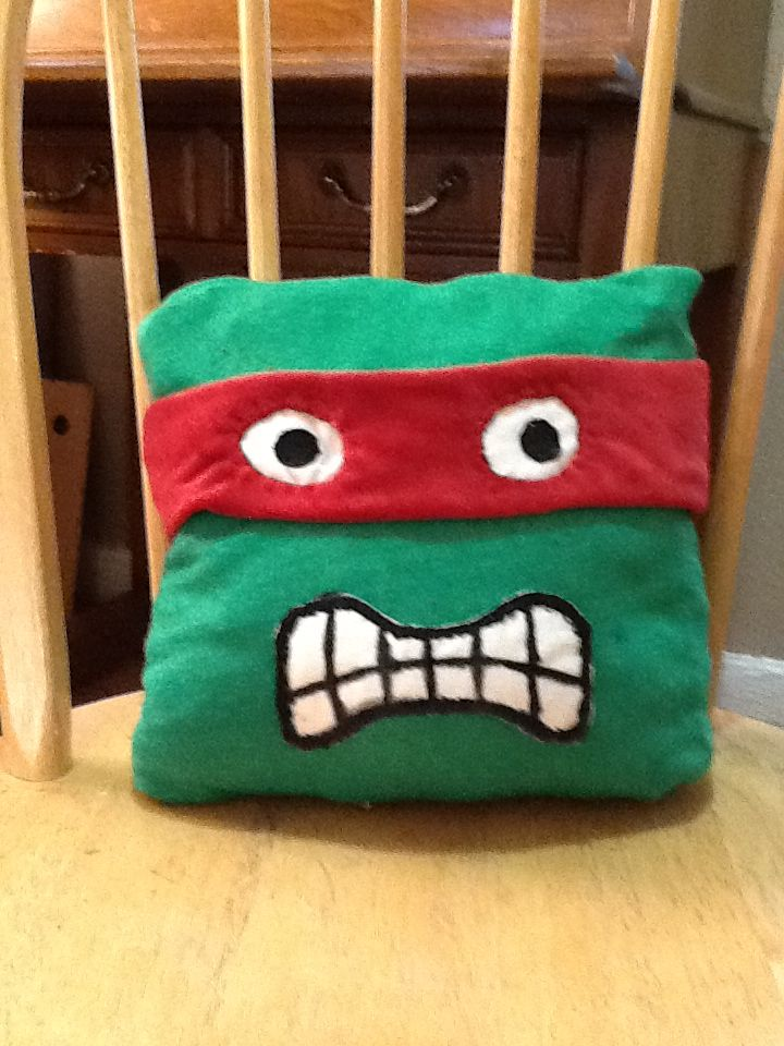 DIY ninja turtle pillow!: Geek Diy, Kids Pillows, Bags Pillows Bins, Bitch Diy, Diy Ninjas Turtles, Ninjas Parties, Diy Stuff, Turtles Pillows, Turtles Parties