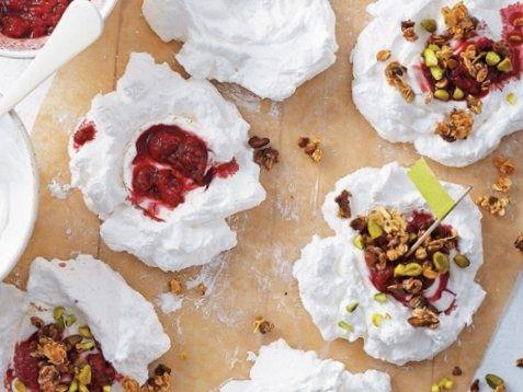 Bielkové tortičky s horúcimi malinami