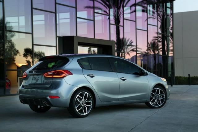 Kia fans - We're thrilled to unveil the showstopper of the Chicago Auto Show… The Kia Cerato! #cars #auto http://bit.ly/KIAtestdrive