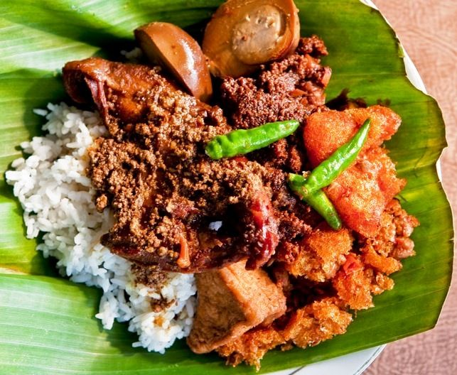 GUDEG The Most Popular Food from YogyakartaSince many years ago, gudeg, traditional food made from young jackfruit, has been the most popular food in Yogyakarta. Not only in gudeg