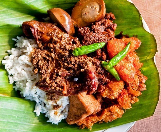 GUDEG The Most Popular Food from YogyakartaSince many years ago, gudeg, traditional food made from young jackfruit, has been the most popular food in Yogyakarta. Not only in gudeg