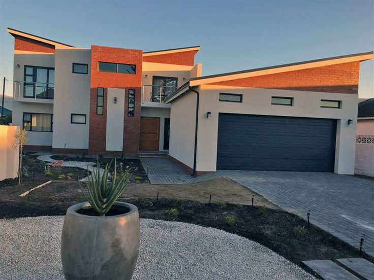 30 on Rocklands - 30 on Rocklands is a modern three-bedroom double-story house in Westcliff, Hermanus. The bedrooms are all en-suite, one on the ground floor and two on the first floor, both with balconies with partial ... #weekendgetaways #hermanus #overberg #southafrica
