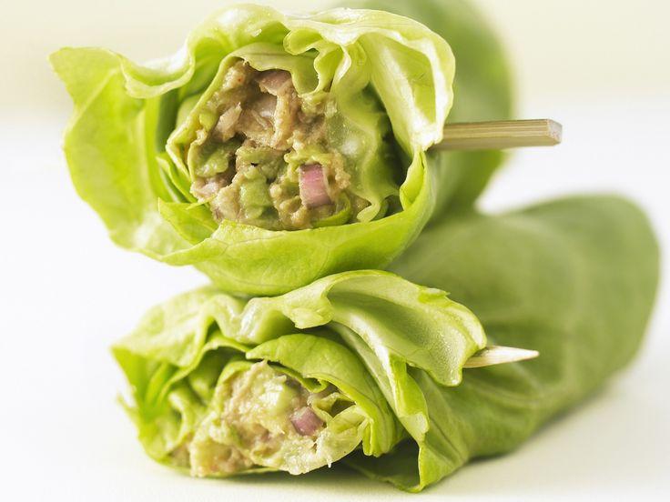 Salatröllchen mit Avocado-Thunfisch-Füllung - smarter - Zeit: 30 Min. | eatsmarter.de