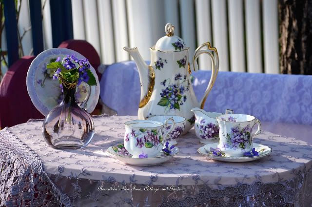 """Bernideen's Tea Time, Cottage and Garden: VIOLETS for """"Tea In The Garden"""""""