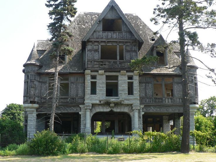 Abandoned villas and capes on pinterest for Abandoned mansions in new york for sale