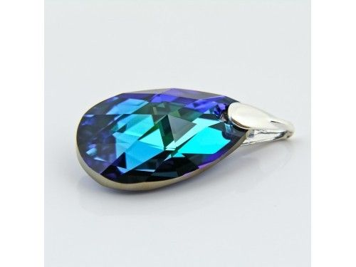 ZAWIESZKA SWAROVSKI 28MM BERMUDA BLUE SREBRO 925 - W1230 Materiał: Srebro 925 + kryształ Swarovski Elements Kolor: Bermuda Blue Rozmiar kamienia: 28mm Wysokość całej zawieszki: 36,0mm Waga srebra: 0,69g ( 1szt ) Waga całej zawieszki: 5.55g ( 1szt)