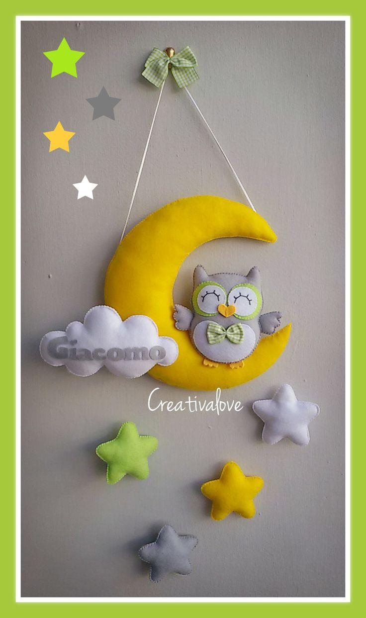 Fiocco nascita con luna, stelle e gufetto. Creazione in pannolenci realizzata completamente a mano.