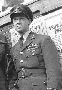 Wat gebeurde er in het verleden op 26 september? 2007 – Erik Hazelhoff Roelfzema (90) overleden. Ook wel bekend onder zijn bijnaam Soldaat van Oranje, was een Nederlandse verzetsstrijder, oorlogspiloot, radiomedewerker en schrijver.