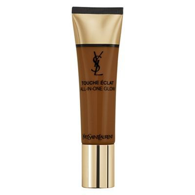 The 70% concentration of watery essence leaves the skin with a glitter-free dewy glow and a fresh feeling all day. The cream-to-water formula covers imperfections and gives a healthy complexion instantly with buildable coverage. With 3 times more hydrating agents than other YSL foundations, the formula actively improves skin quality, which shows a moisture-rich radiance.