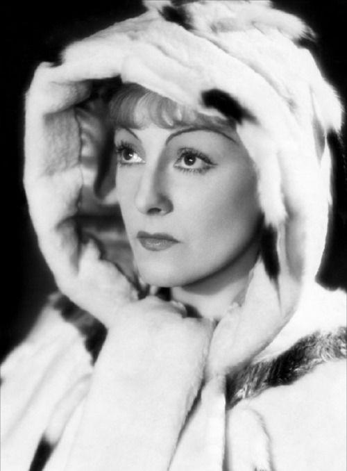 Gaby Morlay (née Blanche Pauline Fumoleau) est une actrice française née le 8 juin 1893 à Angers et morte le 4 juillet 1964 à Nice. Gaby Morlay commence très jeune une carrière d'actrice au théâtre et au cinéma. Dans les années 1910, elle joue dans...
