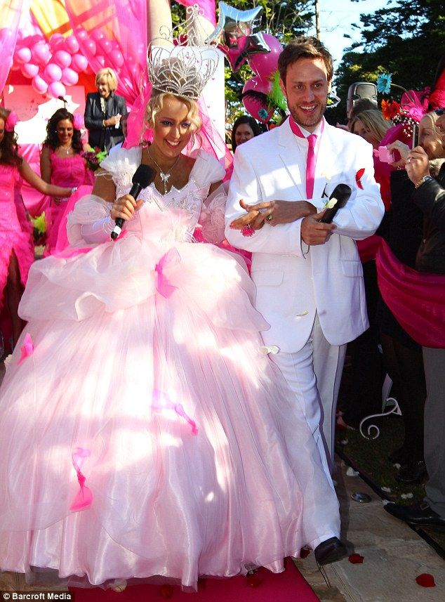 For all ears: Jackie O and her husband Lee Henderson from Sydney wed each other live on air in a true big fat gypsy wedding #GypsyWedding