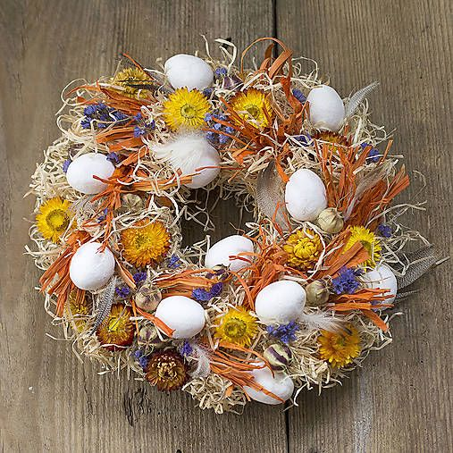 Easter wreath with eggs and flowers http://www.sashe.sk/Pipistrela/detail/velkonocny-veniec-ohnivy