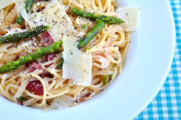 Springtime pasta with asparagus and prosciutto