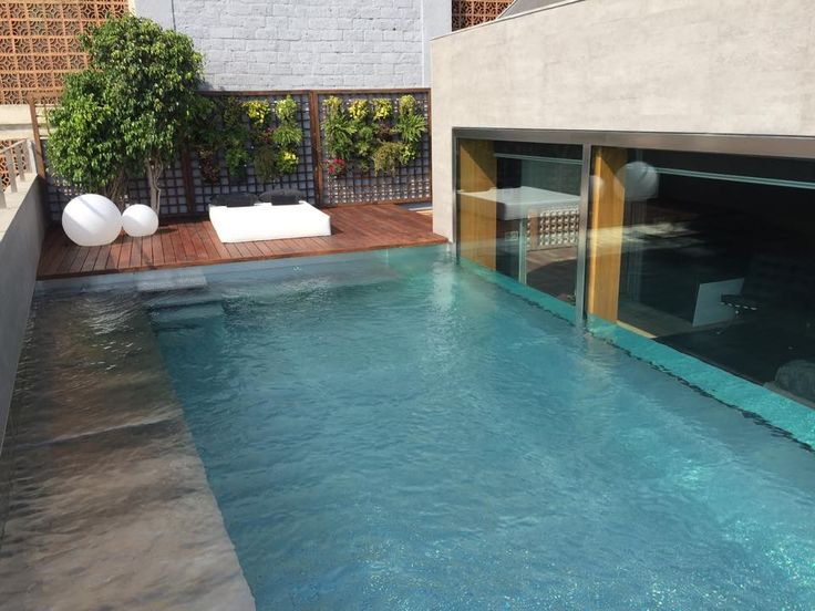 Jard n vertical vertiflor en piscina particular - Jardineras huerto urbano ...
