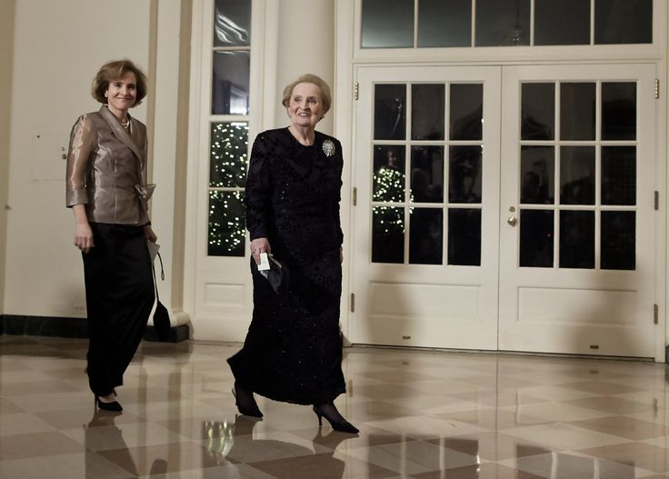 Madeleine Albright Photos - Former Secretary of State Madeleine Albright (R) and her daughter Alice Albright arrive at the White House for a state dinner 19, 2011 in Washington, DC.  President Barack Obama and first lady Michelle Obama are hosting resident Hu Jintao for a state dinner during his visit to the United States. - Guests Arrive At State Dinner For Chinese President Hu Jintao At White House
