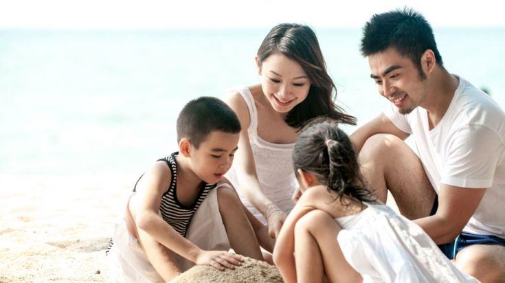 Западные родители не фанатичны в деле воспитания детей, воспитание детей у них не стоит на первом месте, а самое главное, они убеждены, что дети ничего не должны своим родителям. Азиатские родители помешаны на своих детях и готовы сделать для них все.