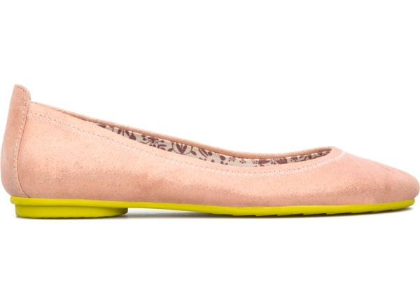This is a line of simple, comfortable shoes with designs and materials inspired by nature. In fact, they are so natural that they feel like an extension of your feet when you walk.