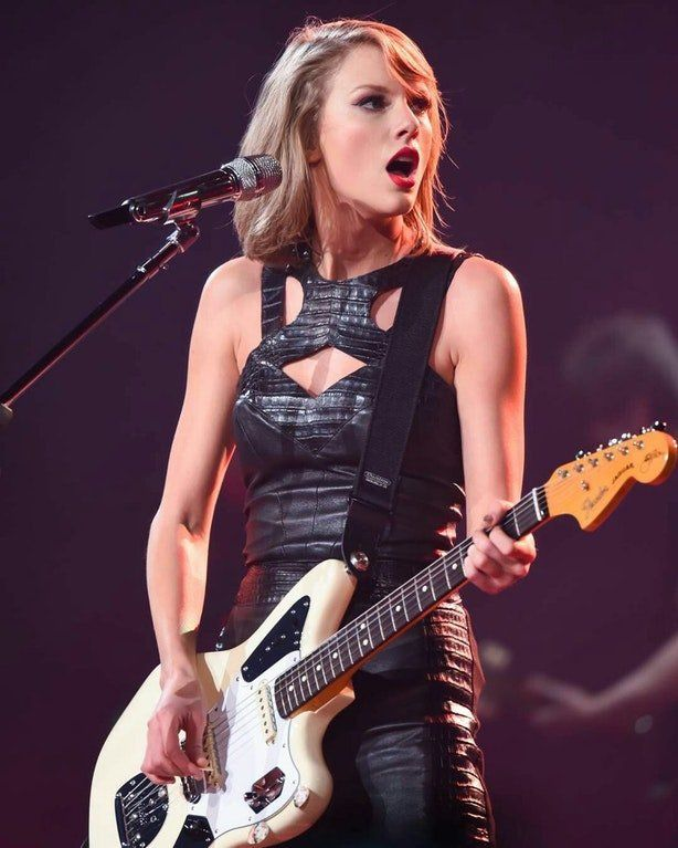 Tay with her guitar! | Taylor swift guitar, Taylor swift pictures ...