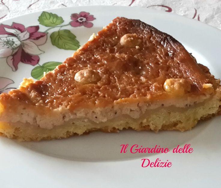 Torta al mascarpone e ricottaè una crostata con base di pasta frolla e granella di nocciole arricchita da una crema di mascarpone e ricotta ed un paio di