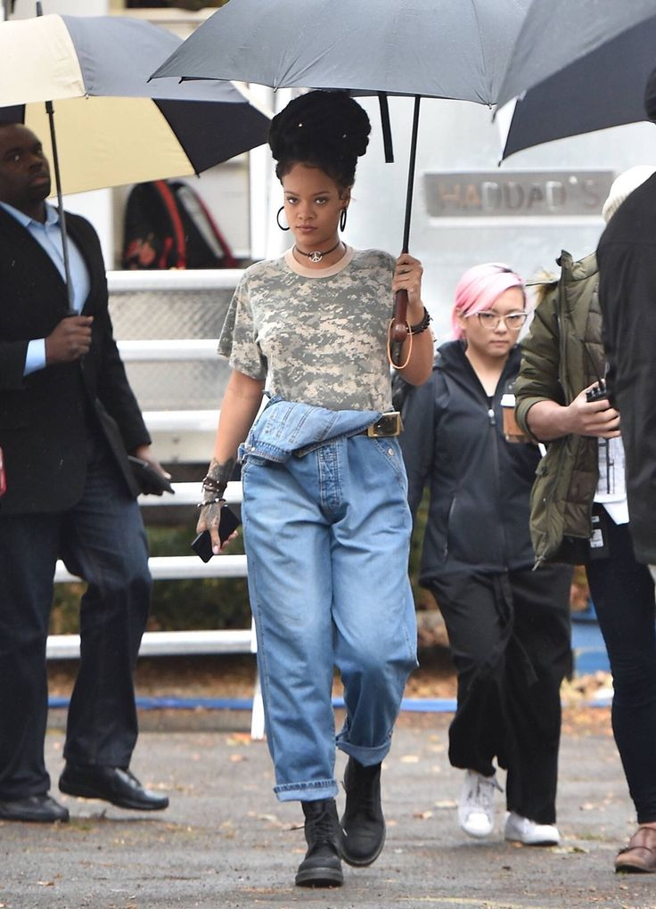 #looks: November 9: Rihanna on set of 'Ocean's Eight' movie in NYC