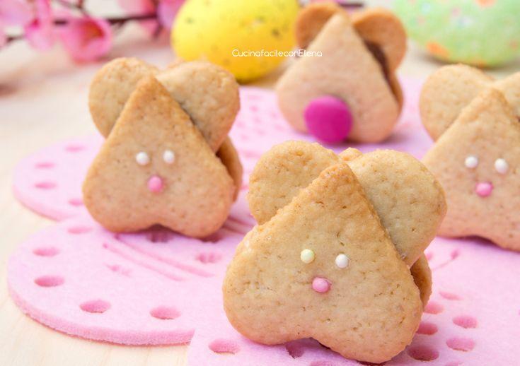 I Coniglietti di Pasqua alla Nutella sono dei deliziosi biscottini farciti con la Nutella, velocissimi e semplicissimi da preparare. Sono davvero deliziosi!