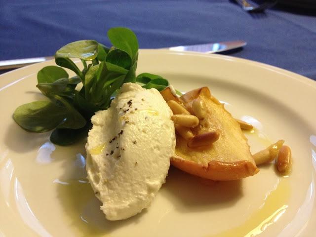 chevre con mela candita, pinoli tostati e songino - italian food, love italy