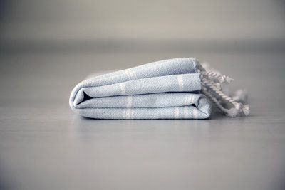 Uit onze petit collectie deze mooie zachte lichtblauw hamamdoek. Lekker klein en ideaal voor baby's of in de badkamer als gastendoek. Koop het als kraamcadeau, zo zacht en fijn. Te koop bij www.theuppereast.nl voor E8,95.