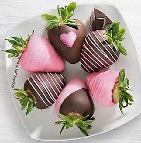 Morangos cobertos com chocolate <3
