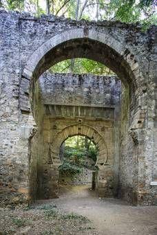 Puerta de Bibarrambla. Alhambra de Granada. Llamada puerta de las orejas pues de ella colgaban los miembros amputados de los delincuentes.